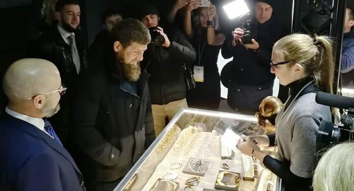 fb112fe3d983 b2ap3 thumbnail 32.png. Костромские ювелиры произвели неизгладимое  впечатление на Рамзана Кадырова. Главу Чеченской республики ...